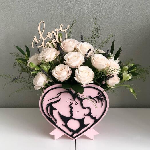 Цветы в коробке нежное послание любви с пионовидной розой