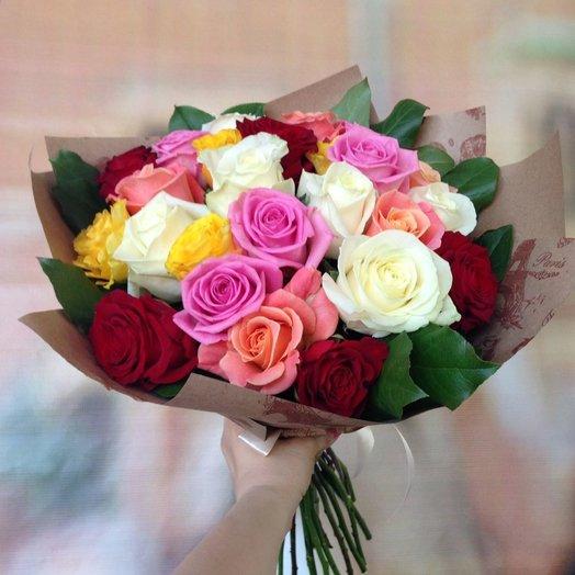 Букет из разноцветных ярких роз