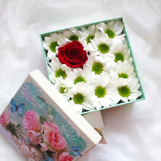 Коробочка с ромашковой хризой: букеты цветов на заказ Flowwow