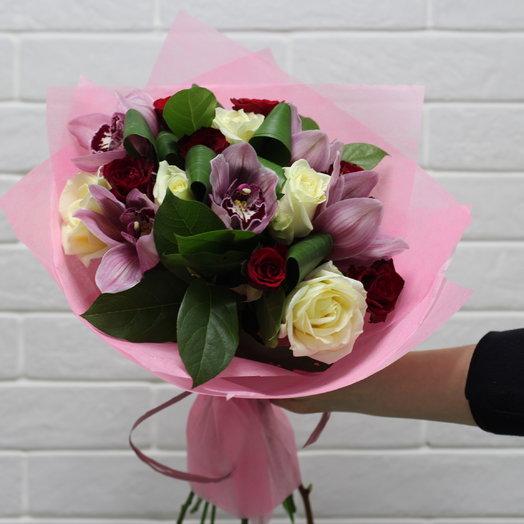 Орхидея в розах: букеты цветов на заказ Flowwow