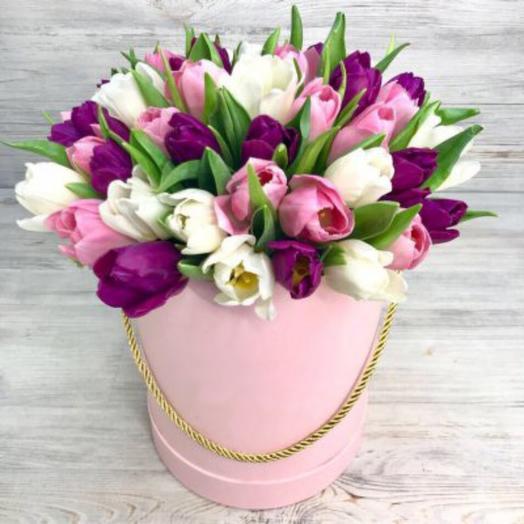 51 тюльпан микс в шляпной коробке: букеты цветов на заказ Flowwow