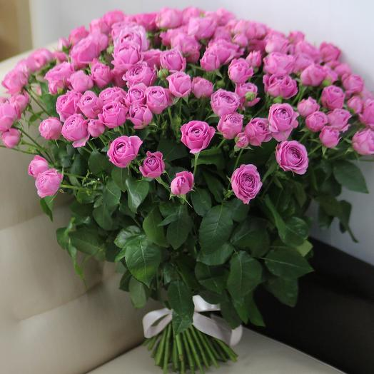 51 пионовидная кустовая роза Мисти Баблс: букеты цветов на заказ Flowwow