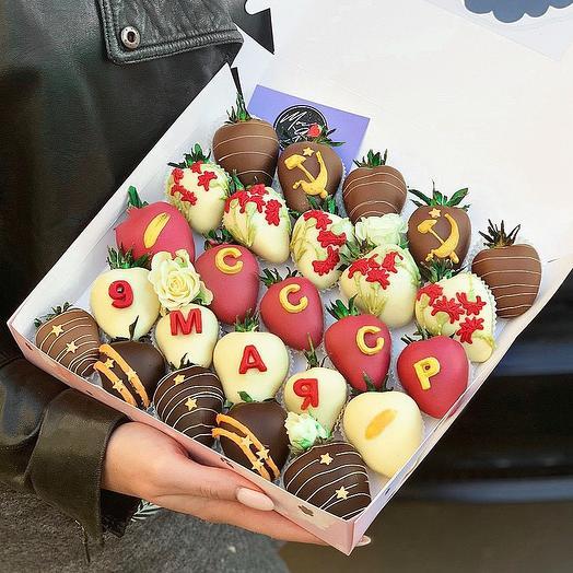 Коробочка клубники в шоколаде «День победы»: букеты цветов на заказ Flowwow