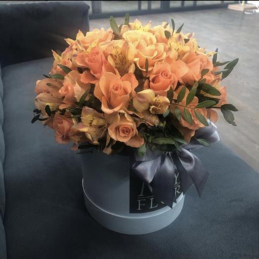 Розы и альстрамерии в шляпной коробке: букеты цветов на заказ Flowwow