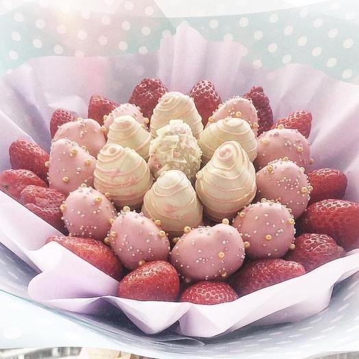 "Клубничный букет ""Sweet girl "": букеты цветов на заказ Flowwow"