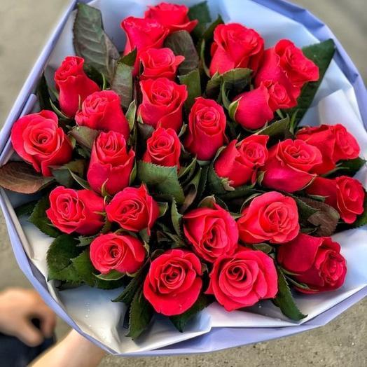 25 малиновых роз