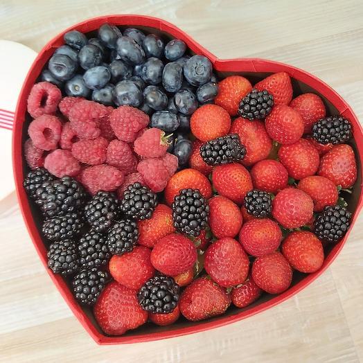 Коробка фруктоягодное чудо: букеты цветов на заказ Flowwow