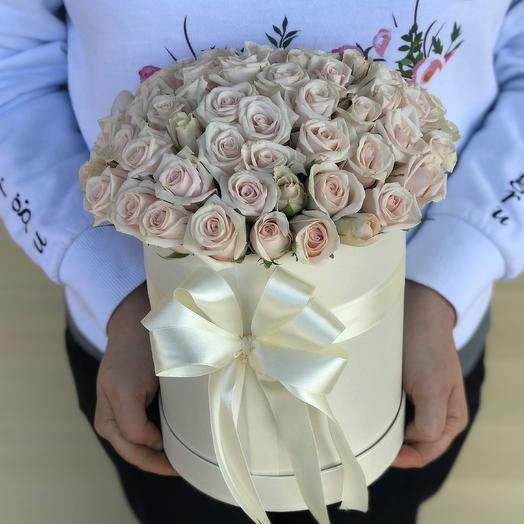 Коробки с цветами. Кремовая кустовая роза. N625: букеты цветов на заказ Flowwow