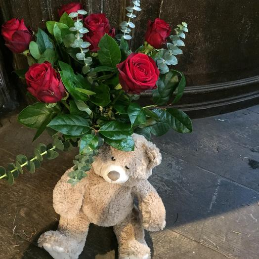 Bear with 6 red roses and green