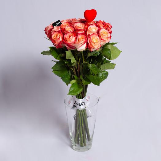 25 роз с сердечком ко дню св. Валентина: букеты цветов на заказ Flowwow