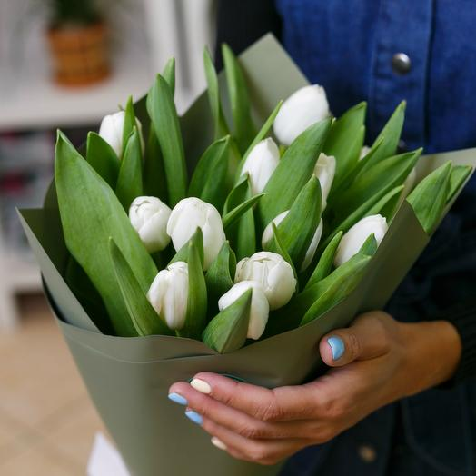Bouquet of white tulips 3