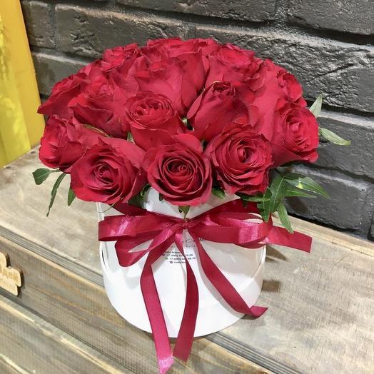 Композиция в коробке «Вишневый десерт»: букеты цветов на заказ Flowwow