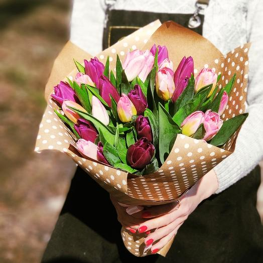25 нежных тюльпанов в крафте: букеты цветов на заказ Flowwow