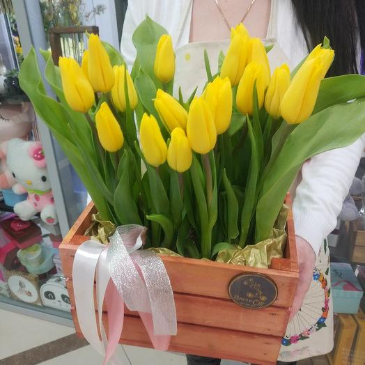 Ящик с тюльпанам