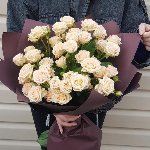 Кремовая кустовая роза