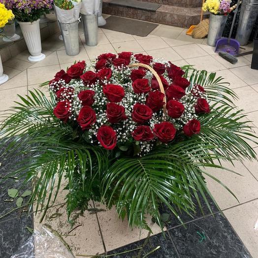 Корзина из живых роз: букеты цветов на заказ Flowwow