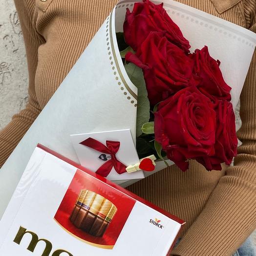 Розы и конфеты: букеты цветов на заказ Flowwow