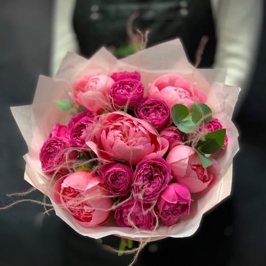 Букет с розами и пионами «Розовая мечта»: букеты цветов на заказ Flowwow