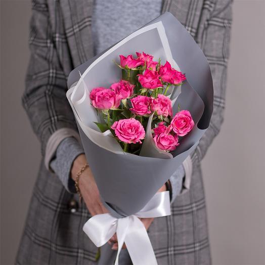 Букет из высоких кустовых роз 60 см