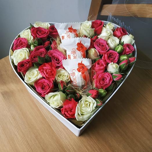 Цветы в коробке с раффаэлло