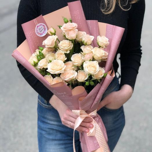 Букет кустовых кремовых роз «Яна»