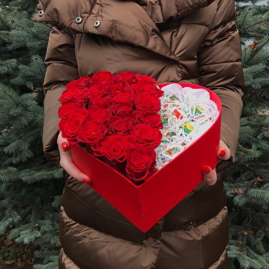 Розы в коробке сердцем 19 красных роз