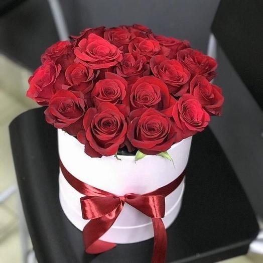 21 роза премиум в шляпной коробке