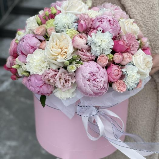 Коробка Идеал из эустомы, диануса, роз и пионов