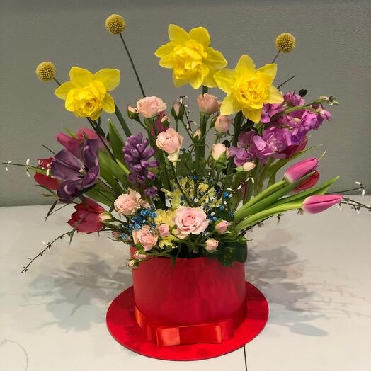 Цветы в коробке Весна с нарцисами