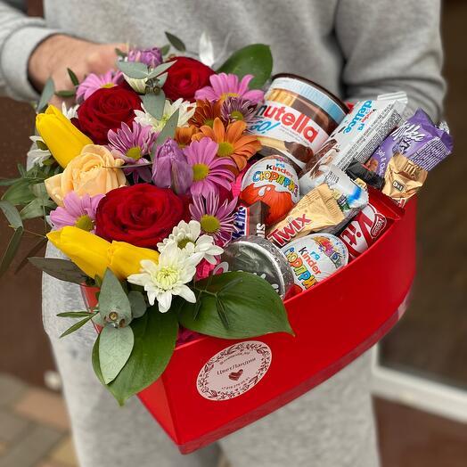 Букет «Цветы + Сладости»