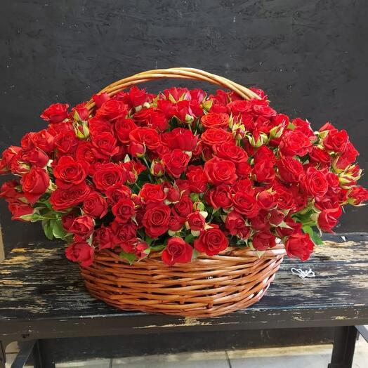 Корзина с кустовой розой