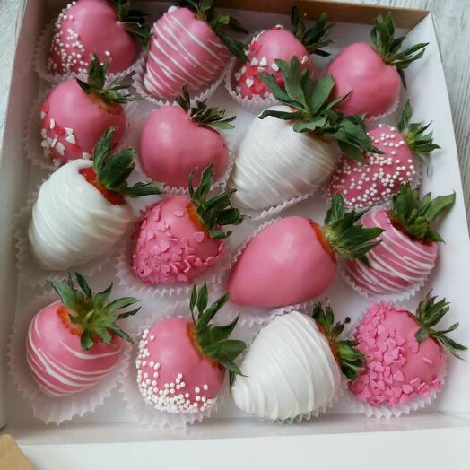 16 chocolate covered strawberries