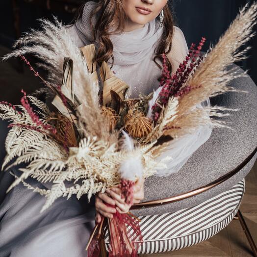 Букет из сухоцветов с перьями