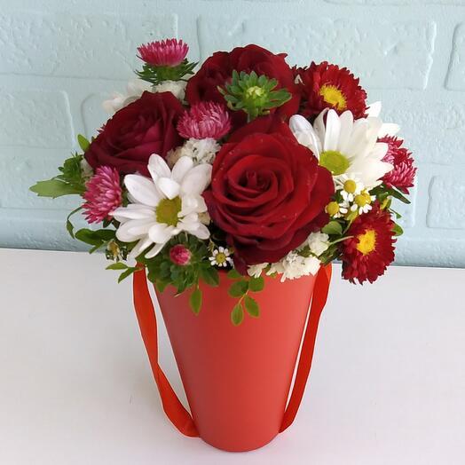 Цветы в коробке Розы и астры
