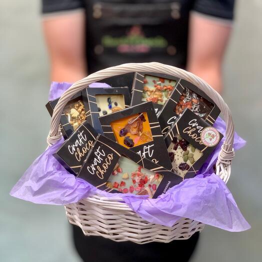 Корзинка с Вкуснейшим бельгийским шоколадом  ручной работы