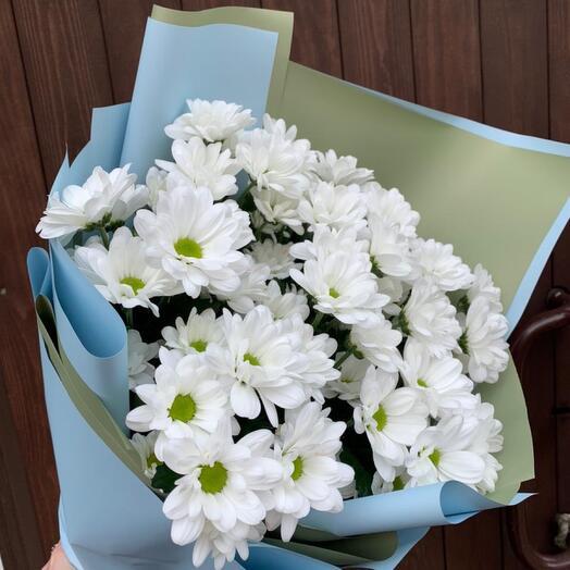 Букет из 7 белых кустовых хризантем