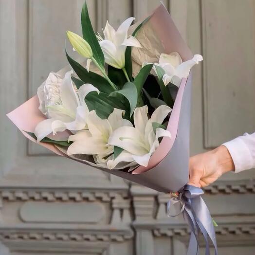 Букет из 3 веток белой лилии
