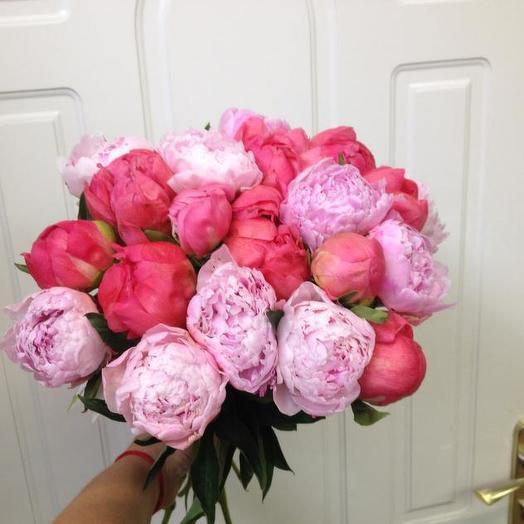 Букет из 21 разноцветного пиона: букеты цветов на заказ Flowwow