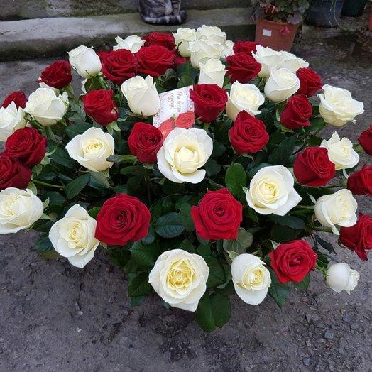 Классическая корзина с розами: букеты цветов на заказ Flowwow