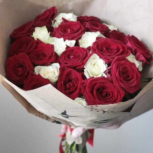 Букет из 25 красных и белых роз: букеты цветов на заказ Flowwow