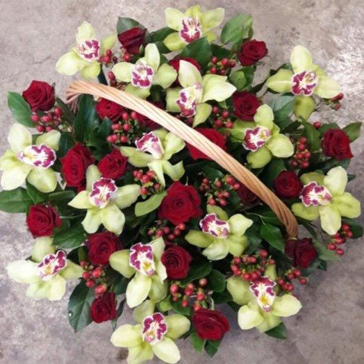 Корзина орхидеи и розы: букеты цветов на заказ Flowwow