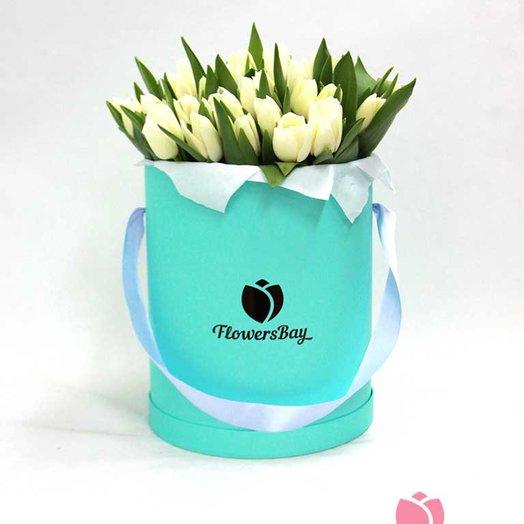 25 белых тюльпанов в коробке: букеты цветов на заказ Flowwow