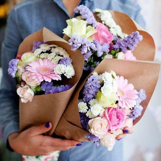 3 Букета в крафте: букеты цветов на заказ Flowwow