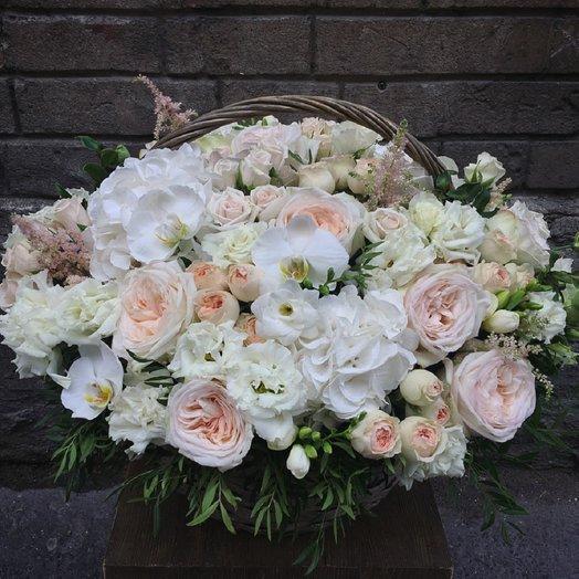 Роскошная корзина с французскими розами и орхидеями: букеты цветов на заказ Flowwow