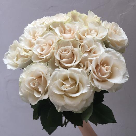 Букет из 15 белых кенийская роза: букеты цветов на заказ Flowwow