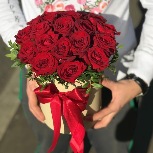 Коробки с цветами. Розы. N37: букеты цветов на заказ Flowwow