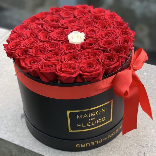 45 роз в фирменной коробке