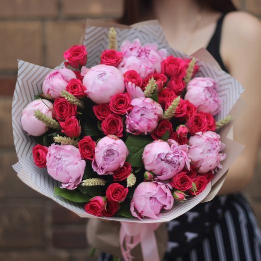 Пионы и розы: букеты цветов на заказ Flowwow