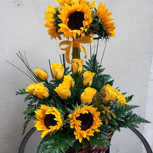 Композиция из подсолнухов: букеты цветов на заказ Flowwow