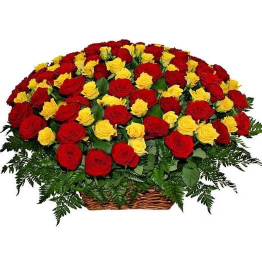 """Корзина из роз """"Единственной"""": букеты цветов на заказ Flowwow"""